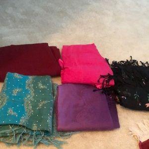 Bundle of 5 scarfs